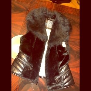 Black fur GUESS vest